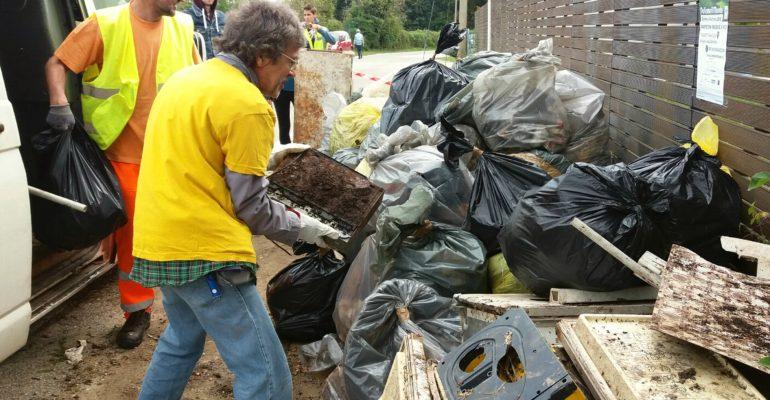 volontari a Brusegana - Puliamo il mondo